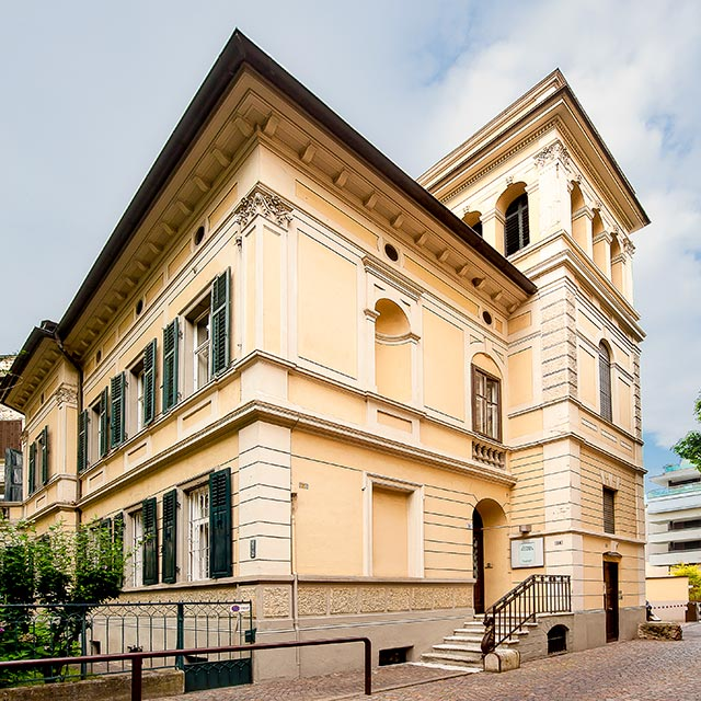 Dr. Thomas Wächter –Zahnarzt Praxis: Eine entspannte Atmosphäre im Stadtzentrum, Dantestraße 24, Bozen, Südtirol.