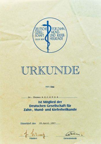 1997 Zertifikat Allgemeine Zahnheilkunde Certificato Odontoiatria Generale Duesseldorf Dr Thomas Waechter Zahnarzt Odontoiatra Bozen Bolzano